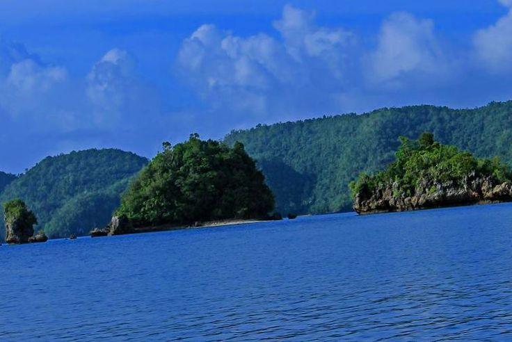 One of the most beautiful provinces in Mindanao...the Sohoton Group of Islands  Follow my blogpost at  Flongology.wordpress.com Twitter: @FlongTheChariot Facebook: @pobrengbisaya24  ________________________________ . . . . . . . . . . . . . . . . . . . . . . #WhereToFindMe #BeautifulDestinations #Wanderlust #travelph #lostinph  #travelpics #visualsoflife #lifeofadventure #sinopinas #pinasmuna #TravelGram #LoveToTravel #TravelDiary #ChoosePhilippines #SoloTravellers #cave #instagrammers…
