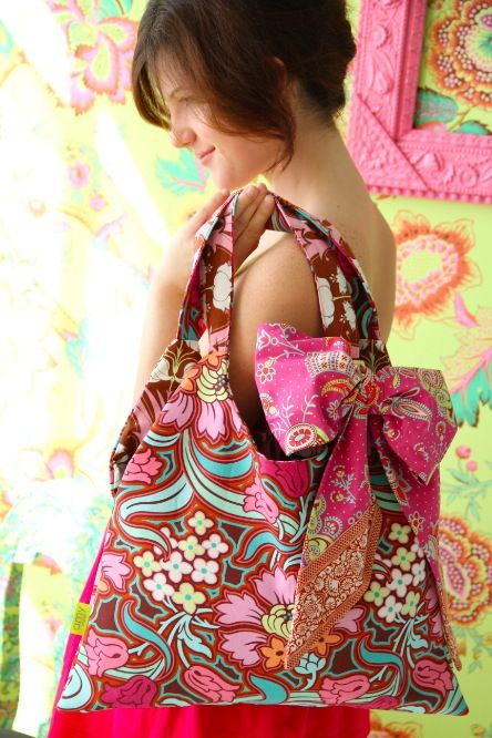 I want this fabric... already have the pattern.:) Amy Butler's Soul Blossoms Fabrics with The Swing Bag