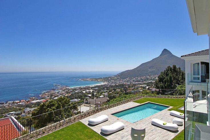 La Maison Hermes is een prachtig gelegen zes slaapkamers villa in Camp Bay gelegen aan de voet van de twaalf apostelen gebergte.