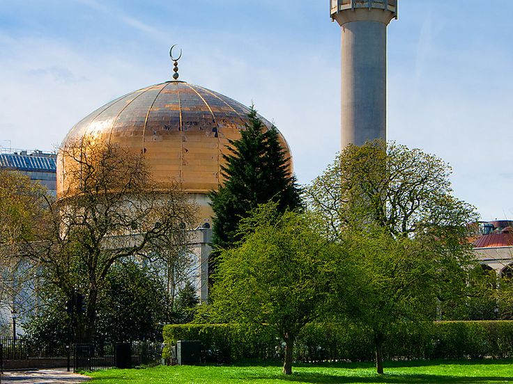 London Central Mosque in London, United Kingdom | Sygic Travel / The London Central Mosque is a mosque located near Regent's Park in London, United Kingdom. The organisation, 'Muslims in Britain' classify the Regent's Park Mosque / Islamic Cultural Centre as, 'Arabic mainstream'.