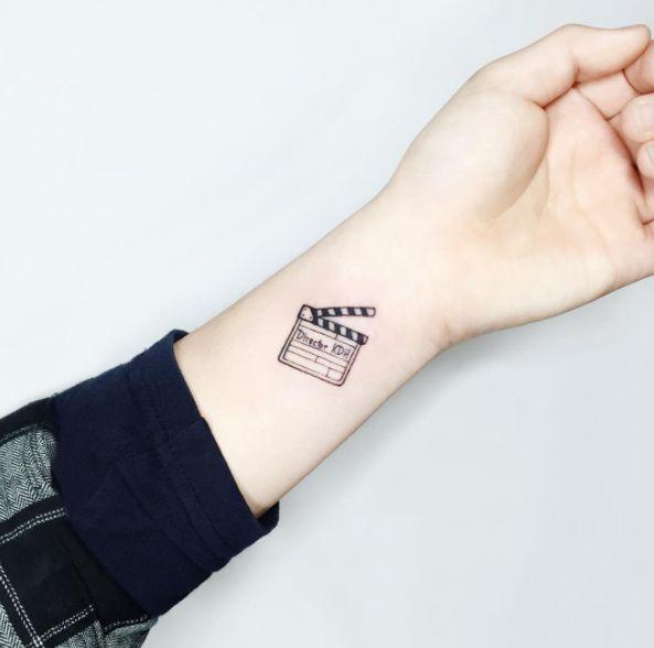 Para aquellos con vena cineasta. | 21 Delicados tatuajes que vas a querer antes de que se acabe el 2016