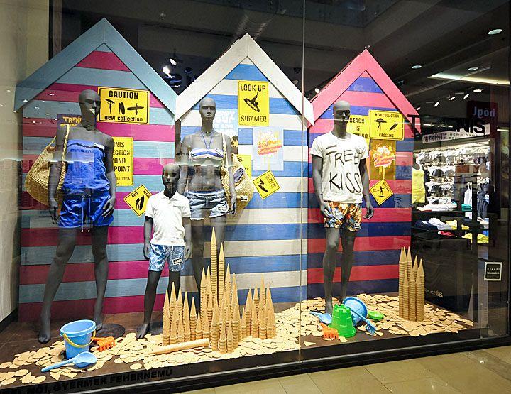 Oscar & Wild store by Matt Gibson, Melbourne #retail #Australia #Windows Tips to create store windows: https://www.sishop.com.au/blog/retail-christmas-tips-attract-customer-with-effective-window-displays/