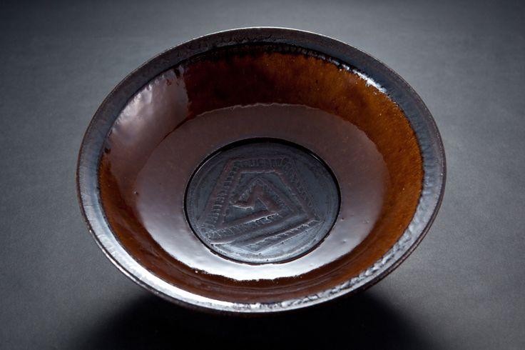 飴釉綱文鉢 Bowl with engraved, amber glaze 2012