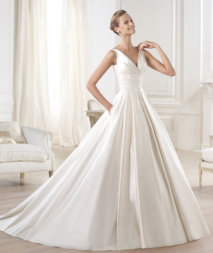 Beautiful PRONOVIAS BARCELONA Glamour Collection OCUMO Wedding Dress manumendoza