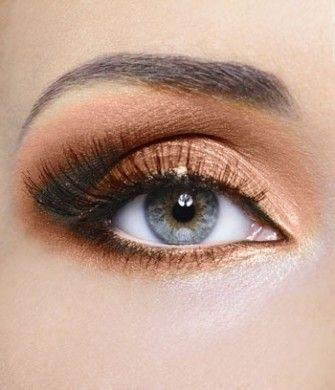 Ombretto dorato occhi chiari
