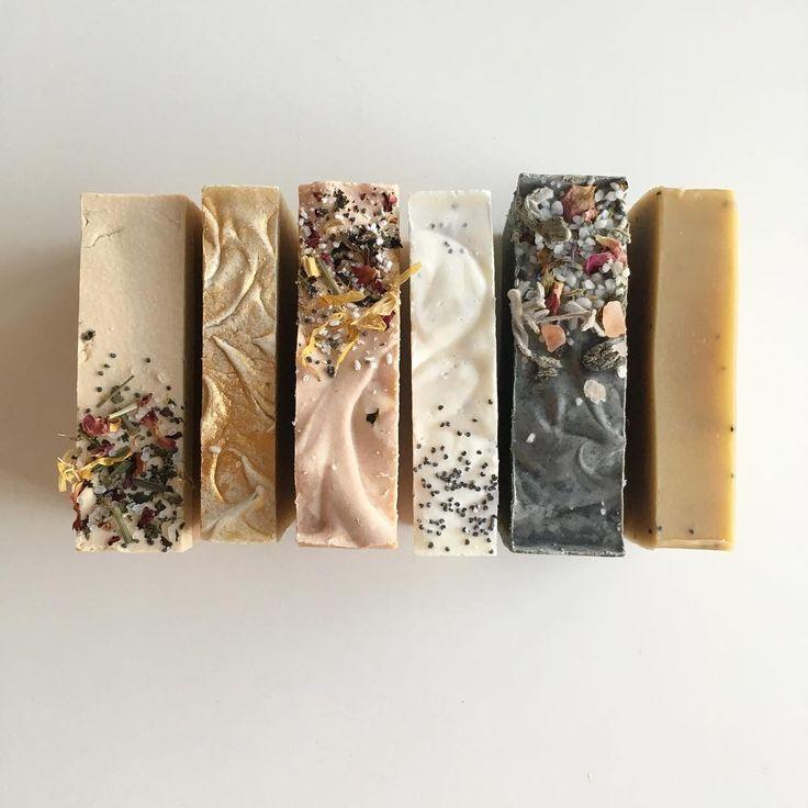 Här har du ett ljuvlig kit med Handgjorda ekologiska Allroundtvålar du betalar för 5 tvålar och får en på köpet. Detta är stora tvålar och endast få unika exemplar. 565 kr inklusive frakt perfekt för en själv eller som present. Kommer utan etiketter men ett infoblad får du med  för beställa skicka mail  moodorganicoils@yahoo.se #ekologiskskönhet #soapart #ekoreko #moodorganicoils #vegan #yoga #tvål #giftfritt #miljövänligt #plastbanta #kemikaliebanta#tvålar #naturligtvål #naturlighudvård…