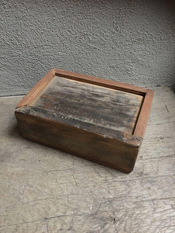 Stoere oude houten theedoos spicebox kruidendoos landelijk kist kistje robuust oud hout