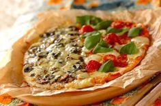 おうちで生地からピザを手作りしてみませんか?余った生地は冷凍保存もできるので作り過ぎてしまっても大丈夫! もっちりとした本格的な生地から、発酵のいらないサックリと手軽なものまで色んなピザ生地をご紹介。 トッピングレシピと一緒にチェックしてみてくださいね♪