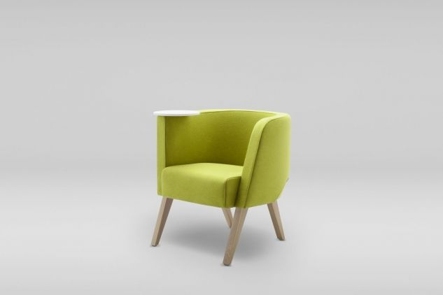 Fotel NEON nawiązuje do najlepszych lat polskiego modernizmu. To kubełkowe siedzisko charakteryzuje  harmonijny kształt oparcia podkreślony z zewnątrz charakterystycznym ścięciem. Dzięki oryginalnej formie fotele NEON stanową efektowny element wnętrza. Fotel dostępny w trzech rozmiarach. Fotel NEON S występuje w wersji z praktycznym obrotowym stolikiem #marbetstyle #lobos #fotel #biuro #meblebiurowe #meble #furniture #work #design #couch #wnętrza www.meble.lobos.pl/