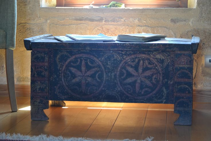 EXCLUSIVE SUITES BOUTIQUE HOTEL. MEDIEVAL TOWN, RHODES, GREECE.- Chest from central Greece. Beech wood, hand painted, ca 1900. Motifs used since 1000 bC. - kokkiniporta.com
