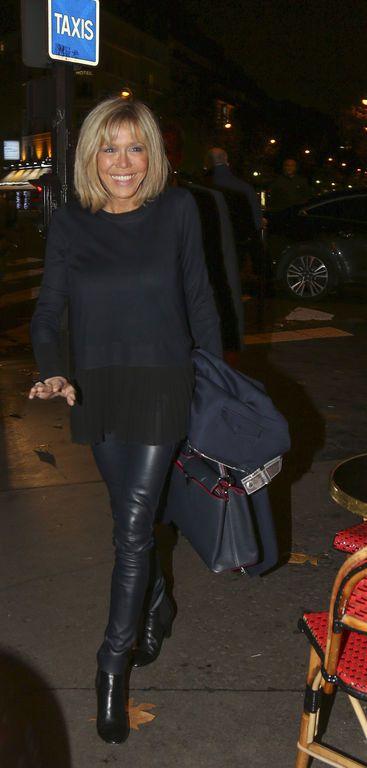 Brigitte Macron arrive à au restaurant la Rotonde le 16 novembre 2016