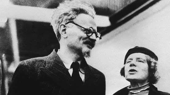 20 de agosto de 1.940 Ciudad de México Leo Trosky Ramón Mercader, agente de Iosif Stalin Un zapapico Leo debe morir