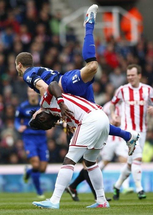 Vidic challenges Stoke City's Kenwyne Jones