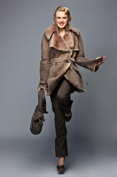 Damen - Pelzmode Sladky  #fur #furs #furcoat #pelz #pelzmantel #lammfell #mantel #lammfellmantel