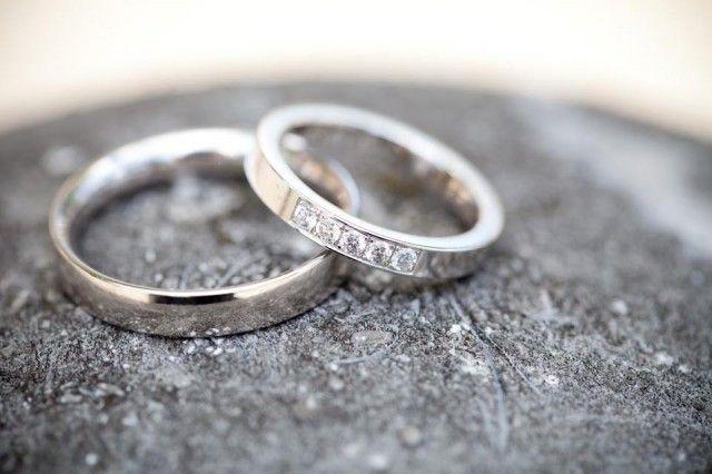 #trouwringen #diamant #zilver #trouwen #bruiloft #inspiratie #wedding #inspiration Trouwen in een restaurant aan de IJssel | ThePerfectWedding.nl | Fotocredit: Anouschka Rokebrand Photography