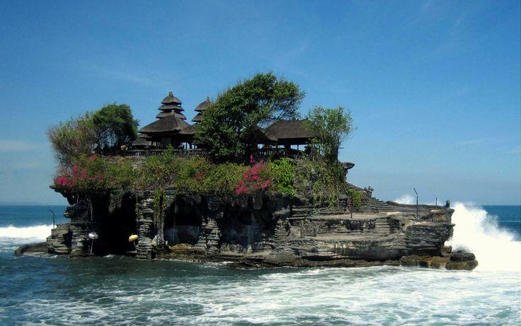 Бедугул и Танах Лот -  обзорная экскурсия со множеством храмов, культурно-религиозных мест, водопадов, а так же ботанический сад, горное озеро и популярный, заброшенный отель призрак.