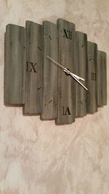 pendule, horloge en palette bois de récupération rejoignez moi sur