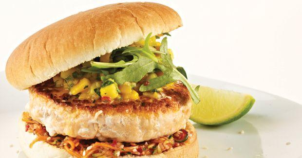 Lachs-Burger mit Mango-Koriander-Salsa