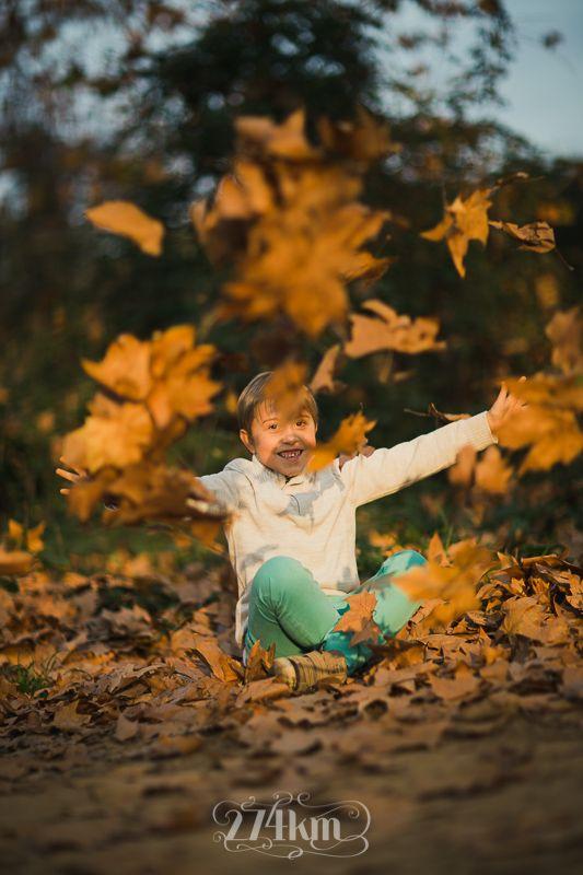 sesión de fotos de familia en el bosque en otoño en barcelona Sesión de fotos familiar en otoño en el bosque en barcelona Fotógrafo de familia en Barcelona, photography, 274km, Gala Martinez, Hospitalet, family, exterior, bosque, bosc, forest, tree, otoño, tardor, autumm, gallecs, mollet