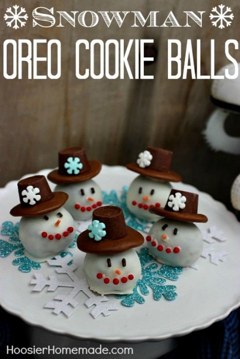With just a few ingredients, you can make these adorable and delicious Snowman Oreo Cookie Balls! Perfect for Cookie Exchanges, Gifts, or to enjoy at home! Pin this to your Christmas Board!