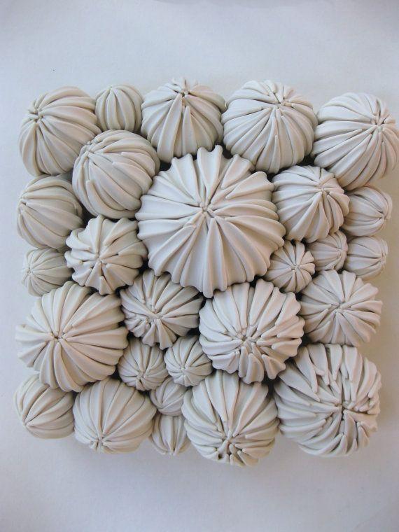 De nieuwste succulente tegel in de serie. Deze cluster van peulen is een schoonheid in persoon!  Grootte: 6 plein Kleur: wit