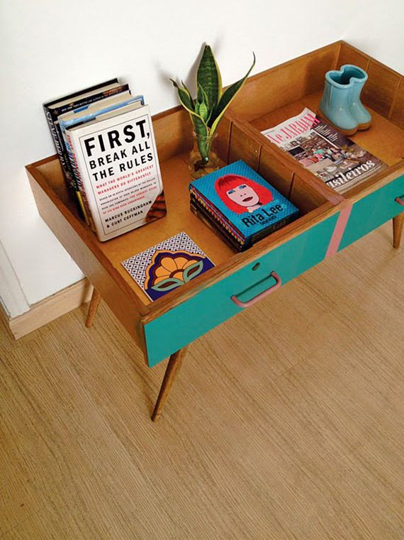 Fabulous Repurposed Drawer Projects - THIS LITTLE CABINET IS SOOO COOL.
