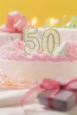 Ideas de recuerdos de fiesta hechos a mano para un cumpleaños 50 | eHow en Español