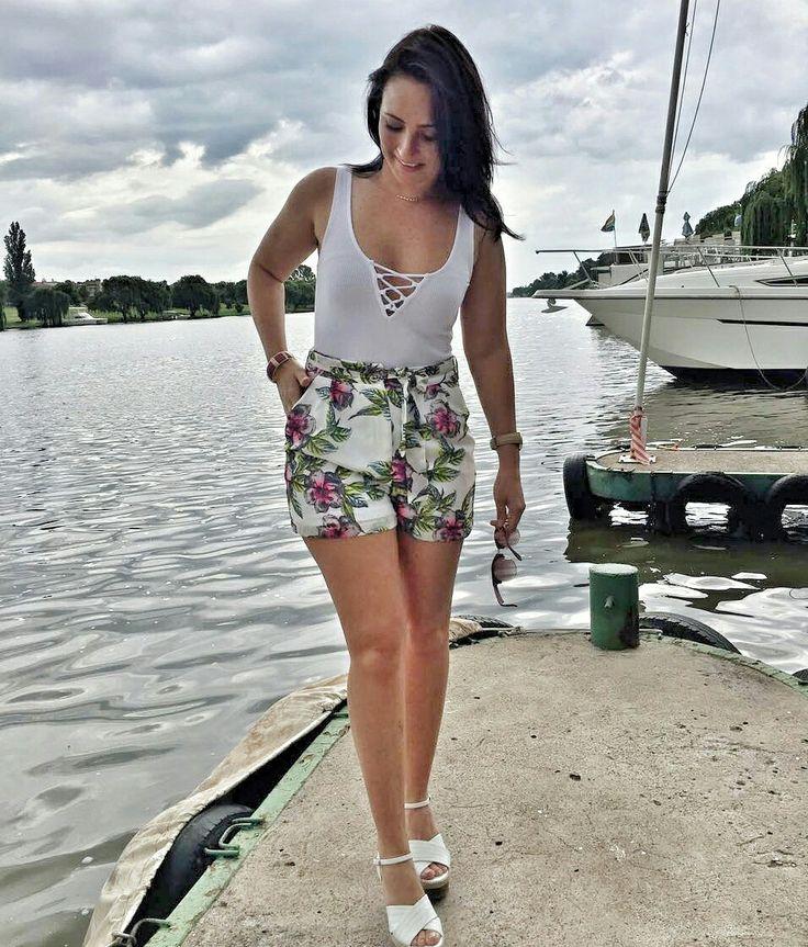 #ootd #whatiworetoday  Bodysuit: @hm  Floral Shorts:@mrpfashion  Wedges: @newlookfashion  Sunglasses: @_yde_  #floral #highwaisted #shorts #bodysuit #summerfashion #outfit #outfitinspo #casualstyle #fashion #fashiongram #ellebellewears ##spotmystyle #stylishworldwide #girl #brunette #freckles #vaal #river #picoftheday #boat #igers #igerssouthafrica