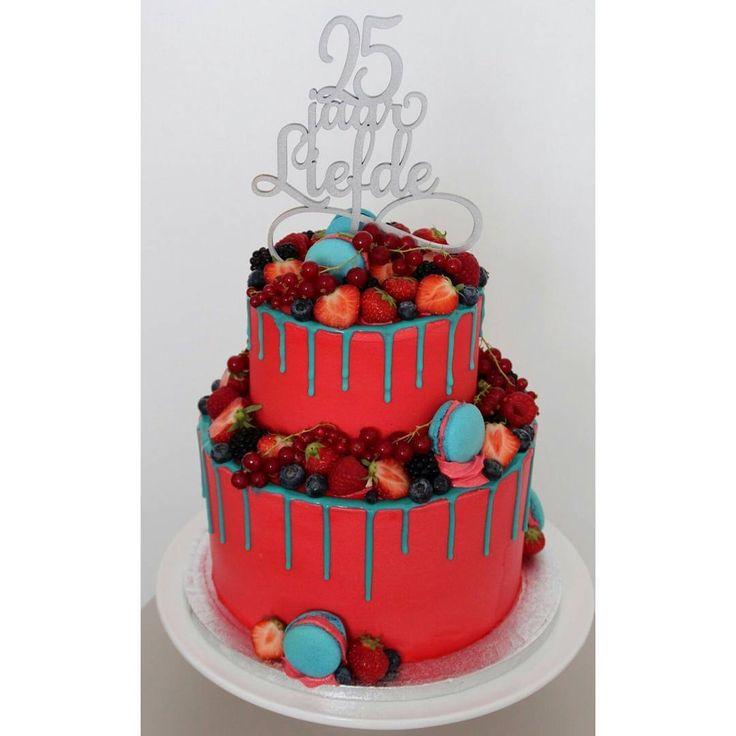 68 vind-ik-leuks, 3 reacties - Yara's Taarten (@taartenvanyara) op Instagram: 'Deze kleurrijke taart maakte ik voor een 25 jarig huwelijk. Het zijn vanilletaarten met cream…'