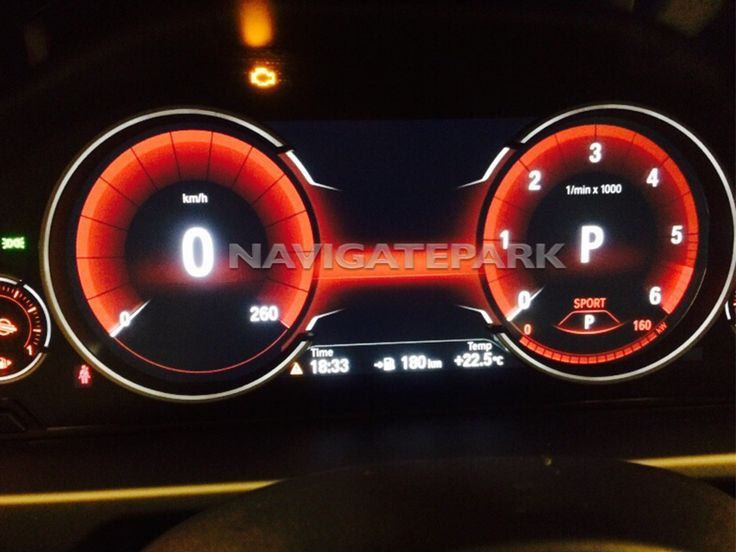 Siyah Panel Teknolojili Gösterge Paneli. Gösterge panelindeki Siyah Panel Teknolojisi klasik bir sezgiyi en güncel teknolojik yenilikler ile buluşturur. Bu sistem yüksek çözünürlüklü renkli ekran, kontrol ve uyarı ışıklarının yanı sıra en önemli sürüş işlevlerine dair bilgi sunan bir spor otomobil standartlarında dört yuvarlak kadrana sahiptir.