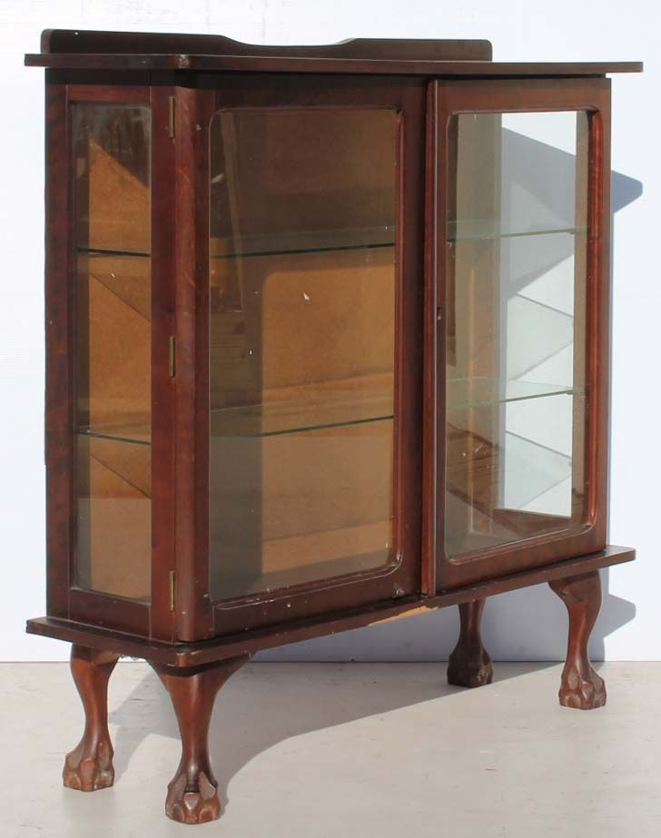 Vintage Imbuia Ball and Claw Display Cabinet with Two Doors Condition:  Used  Vintage Imbuia Ball and Claw Display Cabinet with Two Doors  size:  R1999  Cell 076 706 4700  Tel 021 - 558 7546  www.furnicape.co.za  0408