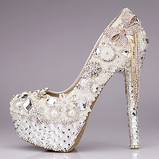 Chaussure mariage femme splendide recouvert de perles et fleurs en alliage aux strass escarpins pas cher au talon aiguille