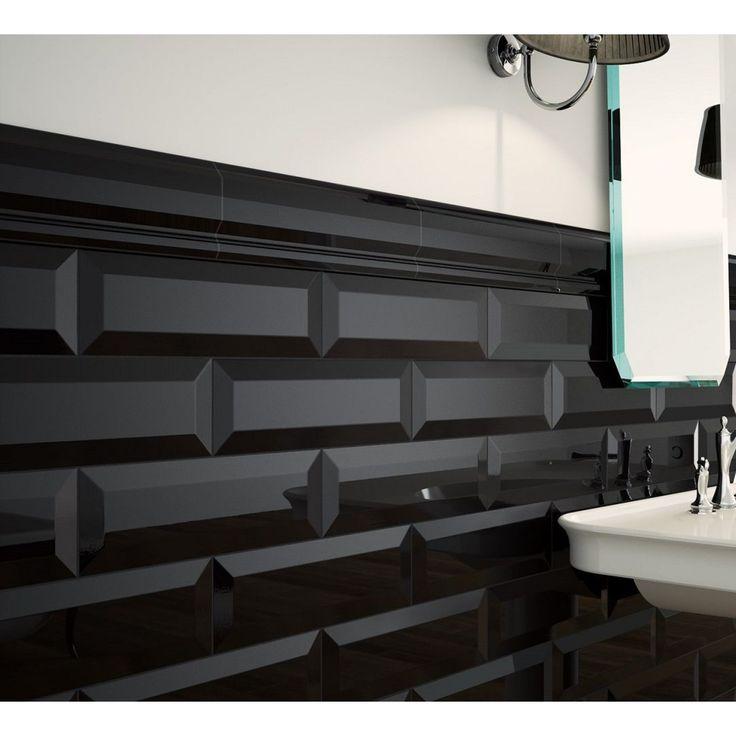 Die Bordürenfliese Oxford Merton von Marazzi in Negro ist die ideale Wahl für die Wandverkleidung der eigenen vier Wände. Egal ob im Badezimmer, in der Küche oder in anderen Wohnräumen - diese Fliese versprüht überall ihren einzigartigen Charme. In einem speziellen Herstellungsverfahren wird diese Fliese aus Steingut gefertigt, wodurch sie werkseitig glasiert wird und so einen zusätzlichen Schutz erhält. Dank der besonderen Farbgebung ist die Fliese ein Kombinationswunder und Multitalent…
