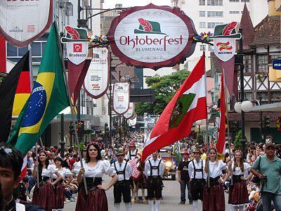 Desfila da Oktoberfest - Blumenau - SC  http://blogdaoktober.blogspot.com.br/2011/10/oktoberfest-blumenau-segundo-desfile.html