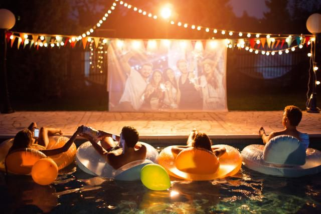While afternoon BBQs and pool parties are fairly run-of-the-mill come summertime, there is truly nothing better than a gorgeous, warm summer night. No one has to worry about sunscreen or heat exhaustion, just good friends and good fun. Which is why hostin