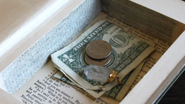 Book safes-cause someone might want to steal your $2.50 and mystic quartz pendant.: Make A Book, Old Book, Crafts Ideas, Incognito Book, Book Boxes, Incognito Stash, Stash Boxes, Book Safe, Book Stash