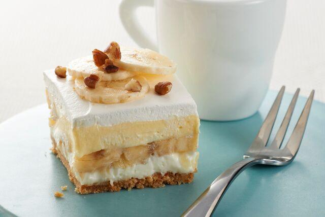 Tous les ingrédients d'une banane royale se retrouvent dans ce délicieux gâteau. Et vous n'aurez même pas à allumer le four!