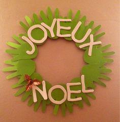 Avec toutes les mains des amis de la garderie c'est une super idée Activité de Noël : une jolie couronne