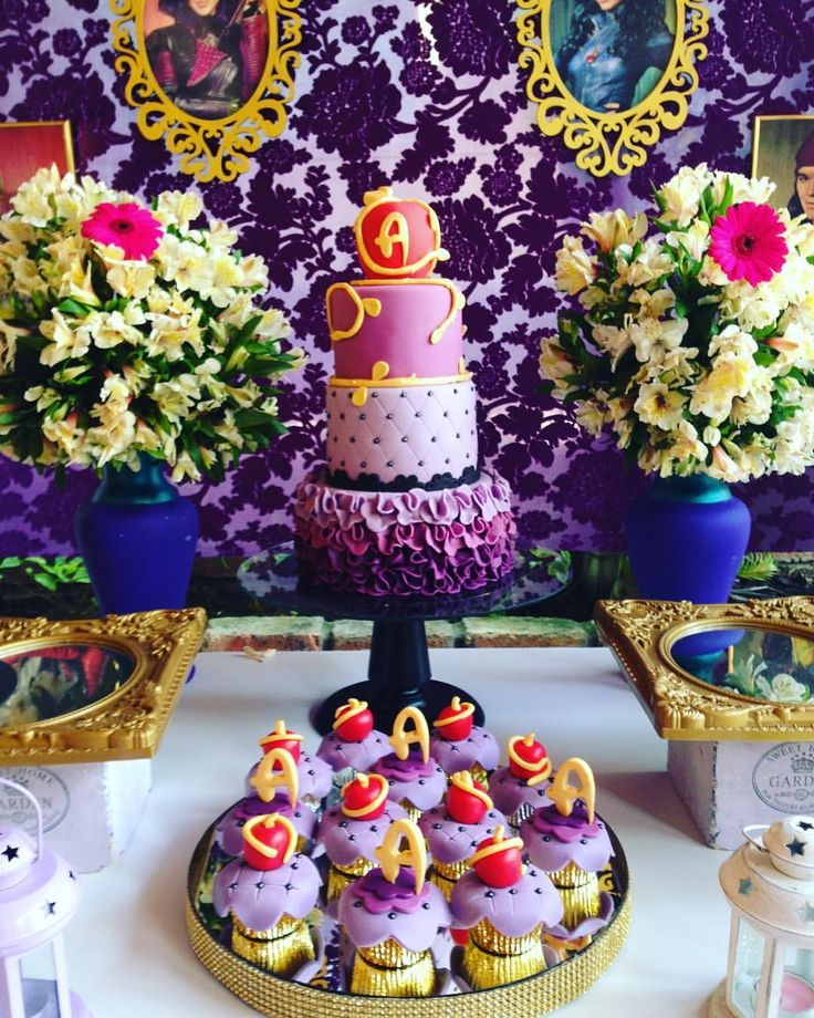 Descendants party #bolo #torta #Cake #descendientes #descendants #party #partyideas #cupcakes #ponqu - eventospartycenter