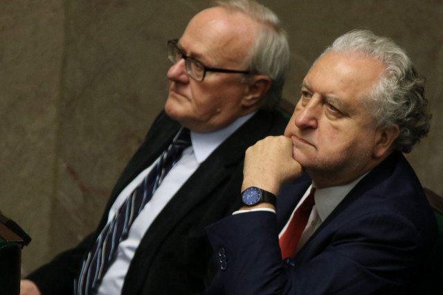 Samuel Pereira i Dawid Wildstein próbują dowieść spisku wewnątrz Trybunału…