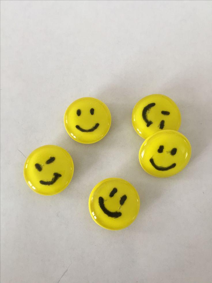 Emoticon (smiley) aimenté en verre fusionné / fused glass