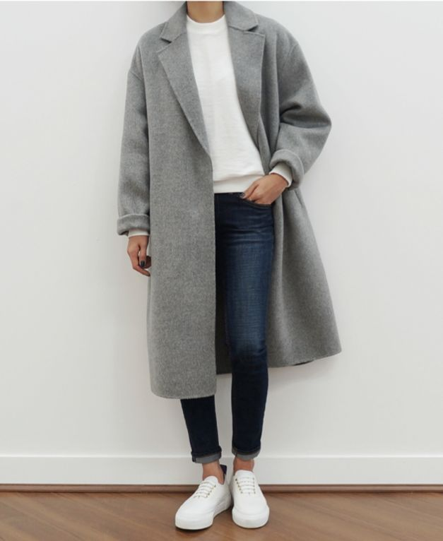 Grey coat, skinny jeans and white sneakers
