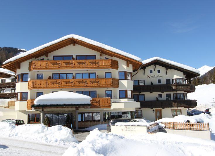 Klockerhof Außenansicht #klockerhof #familiekoch #dashotelfürentdecker #zugspitzarena #tirol #winter #schnee