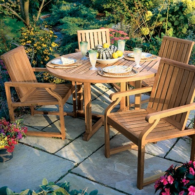 The Nantucket dining chair epitomizes all that is best in contemporary, outdoor dining furniture. With a gently curving back and angled seat, the Nantucket dining chair has been specifically designed for comfort and style, and can be used with or without cushions.