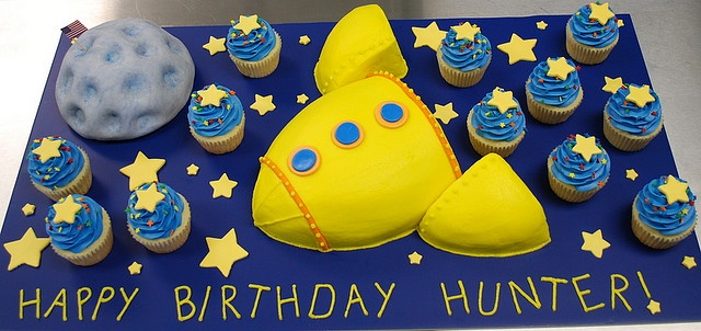 Rocket cake and cupcakes! so cute @Deirdre Eldredge Eldredge Eldredge Coakley Eldredge Schragl