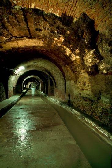 La riscoperta del corso sotterraneo = Realizzazione: anno 2000 - PROGETTO E DIREZIONE DEI LAVORI arch. Francisco Giordano