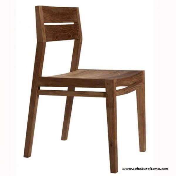 Kursi Makan Jati Minimalis KCF-021 terbuat dari kayu jati solid memiliki desain dan tampilan simple cocok bagi anda yang senang dengan konsep sederhana.