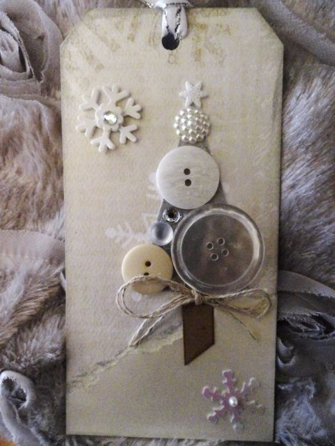DIY Christmas card with buttons, Themed Gift Tag Ideas