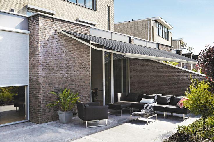 Os finais de semana em casa ficam mais agradáveis com os Toldos HunterDouglas Luxaflex.