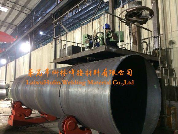 welding flux sj301 for spiral pipe welding contact: Tracy liu Email: tracyliu@hlweldin... Mob/whatsapp:+8618563406379 skype/wechat: tracyliu1203